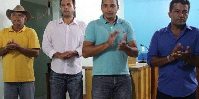 Prefeitos do Vale do Rio Palmas participa de lançamento do Programa Compra Direta do Governo do Estado em Combinado